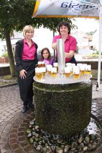 Frisches Bier vom Bierbrunnen vor dem Landhotel Jägerhof